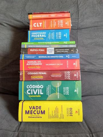 Vendo kit completo de livros de direito estão novos