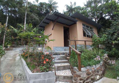 Bela casa integrada no verde por r$ 655.000,00