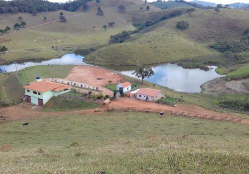 Vende-se bela fazenda em Santana dos Montes/MG.