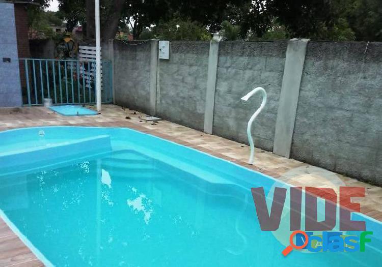 Chácara, 1600 m², salão de festas, churrasqueira e piscina