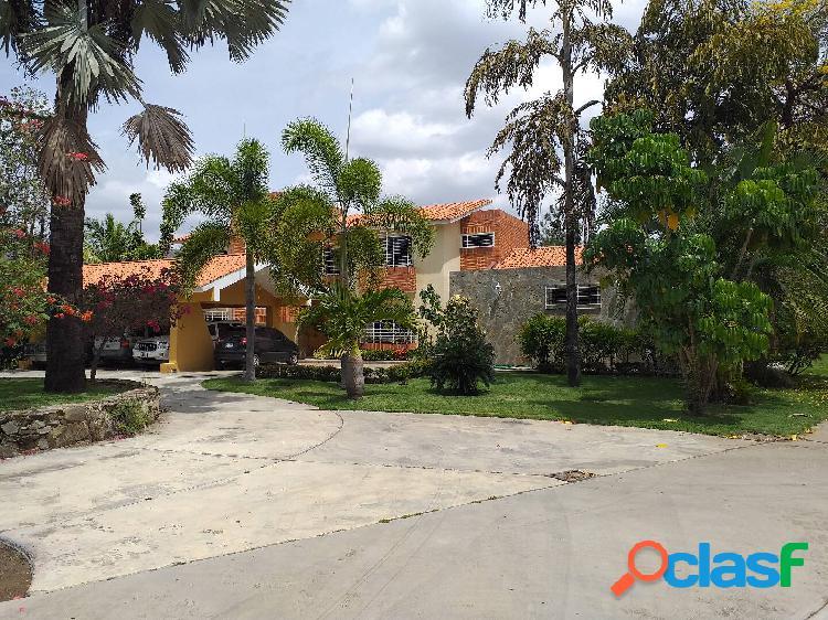 Exclusiva casa en venta en las mercedes san diego (4.417 m2)