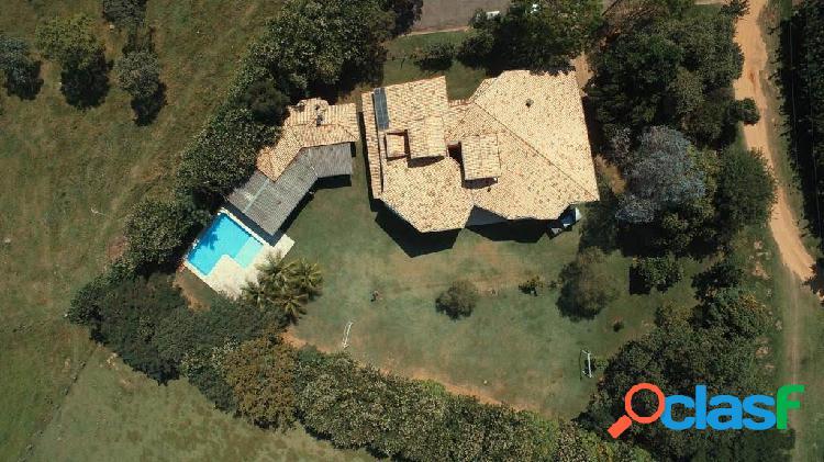 Casa térrea em terreno com 4.000m² plano! colinas do ermitage