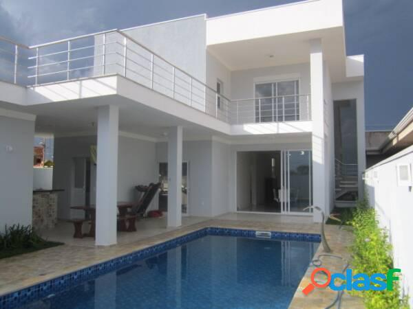 Linda casa de alto padrão no residencial manhattan