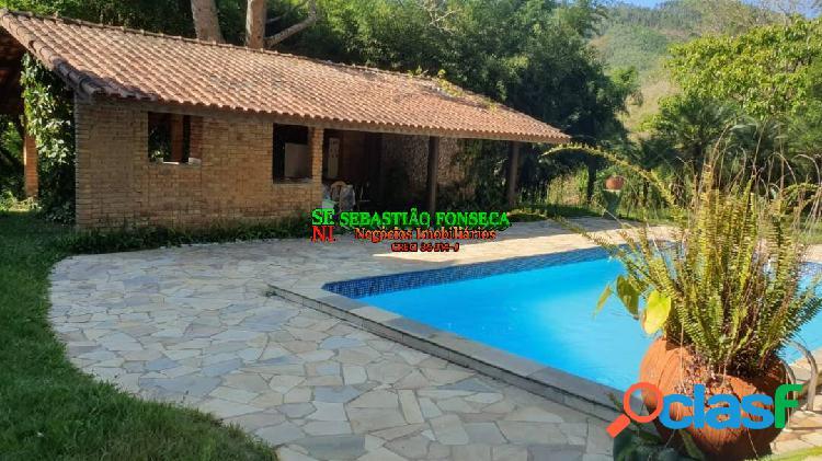 Bela chácara com piscina em salesópolis - alto padrão