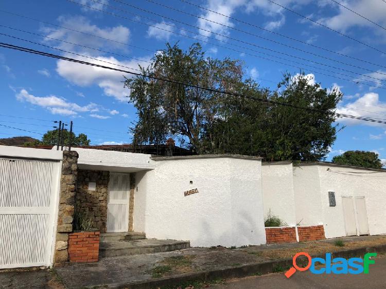 Bella casa colinas de guataparo, 1.800m2 terreno 800m2 constr. con piscina.