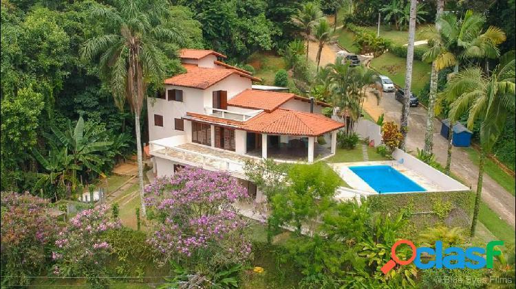 Ubatuba linda casa a venda.praia dura 350m até a praia.