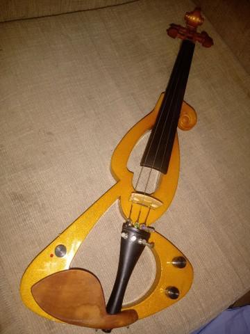 Violino eletrico abaixou pra sair logo