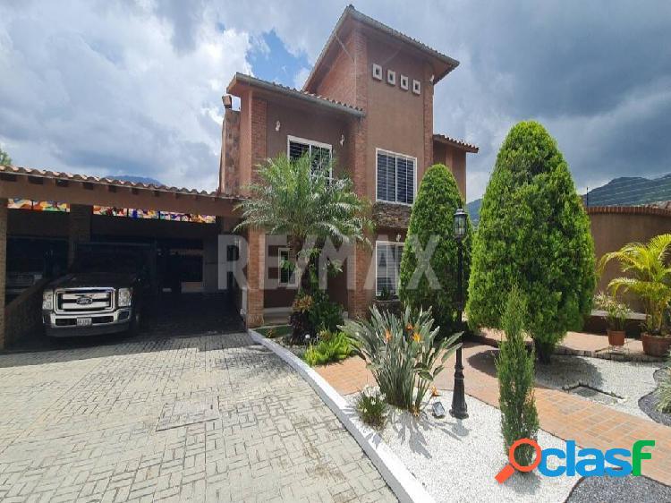 Villa tipo town house de lujo, pisos de marmol y piscina en san diego