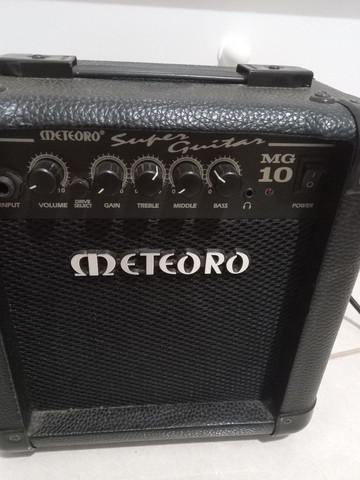 Cubo de guitarra METEORO MG 10 com botão de drive.