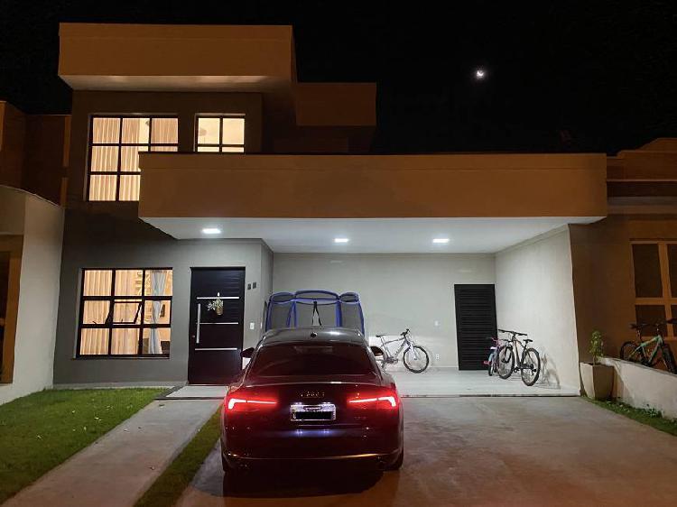 Casa de condomínio para venda possui 220 metros quadrados