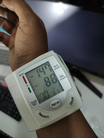 Aparelho medidor de pressão arterial digital de pulso: