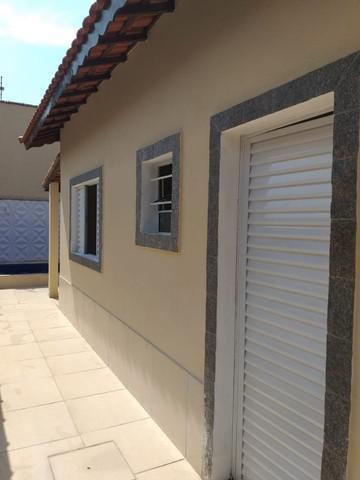 Casa nova 02 dormitórios, com piscina, 400 metros da pista