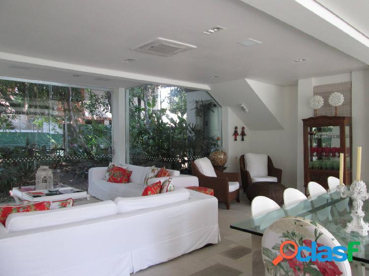 Casa à venda riviera módulo 3 com dois lotes e localização privilegiada.