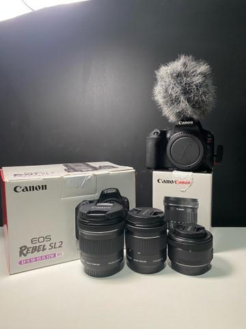 Canon sl2 + lentes 18-55 + 10-18 + 50mm + rodemic + brinde.