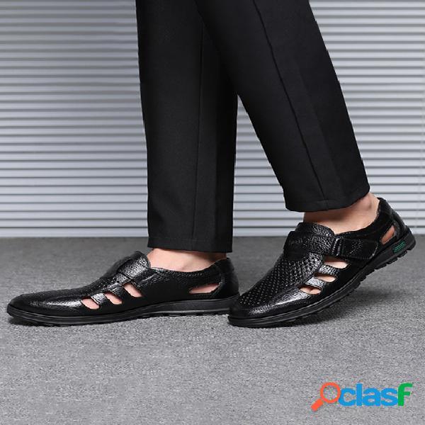 Sandálias masculinas casuais de couro respirável oco