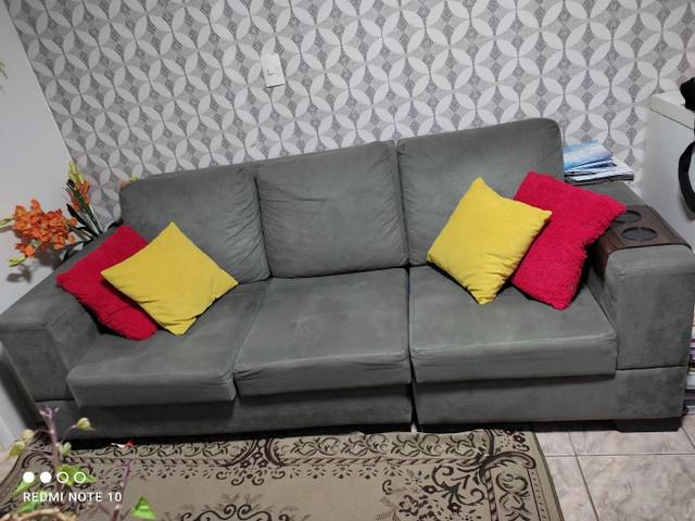 Vendo sofá, rack e cadeiras altas