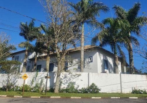 Vende maravilhosa casa em condomínio fechado vargem grande