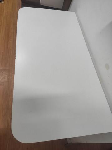 Mesa dobrável branca seminova 1m x 50cm