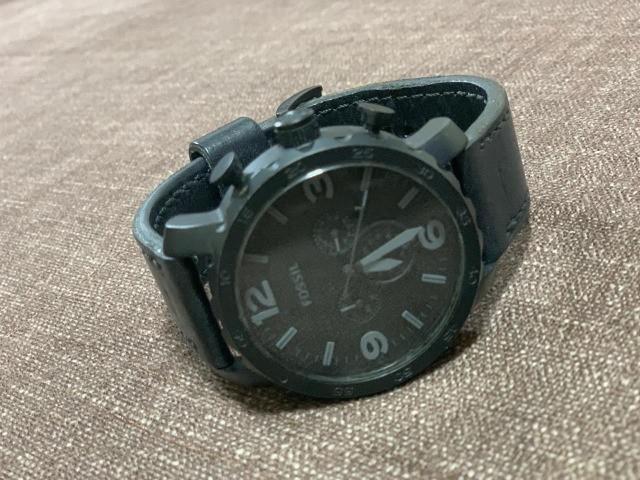 Relógio fóssil masculino em couro preto jr1354