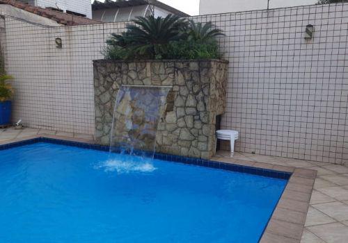 Linda casa no embaré com piscina e churrasqueira