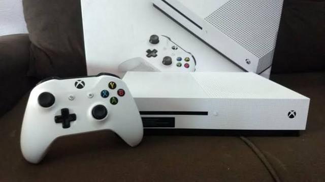 Xbox one s 1tb com vários jogos passo cartão pego troca