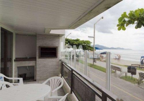 Apartamento frente mar, 03 quartos (01 suíte), sacada com