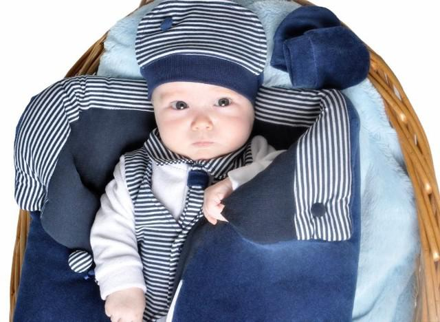 Saída maternidade menino azul e branco c/ naninha e luvinha