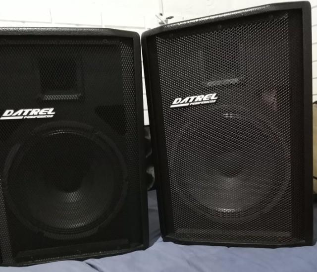 Kit com duas caixas de som, uma ativa e outra passiva da