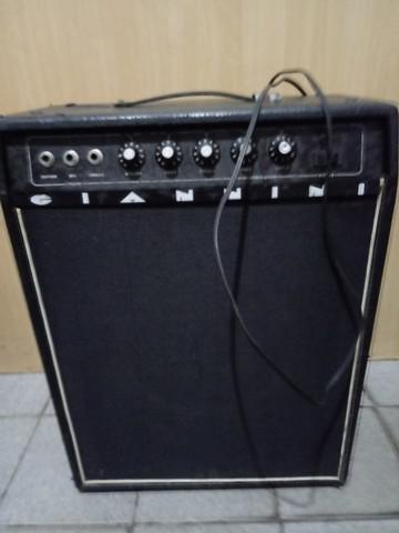 Caixa amplificado giannini