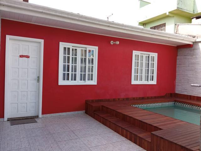 Casa com piscina e internet wifi a duas quadras e meia da