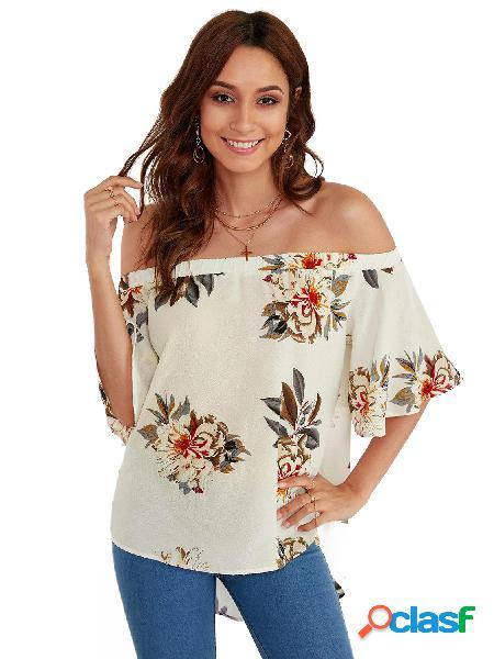 Blusa branca com estampa floral off the shoulder com meia manga larga