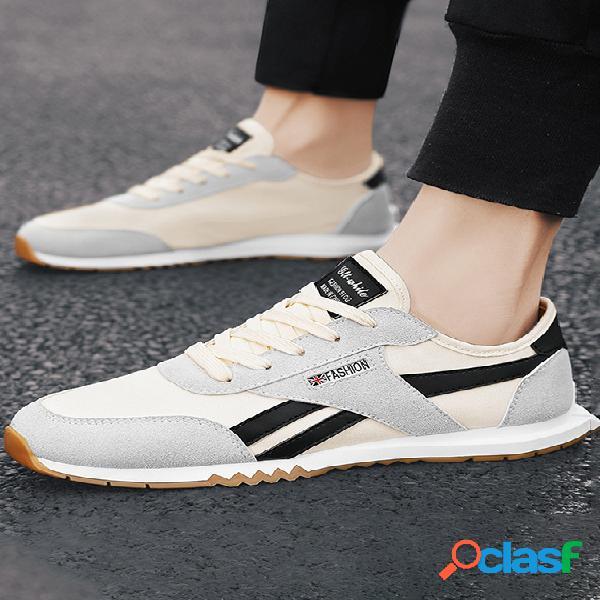 Moda masculina em estilo coreano com sapatos casuais